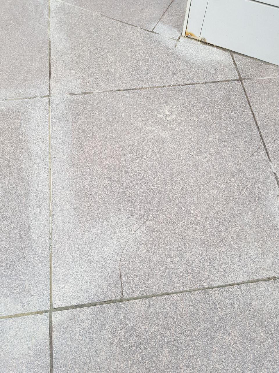 фасадная плитка на полу крыльца с трещинами.jpg, 374.22 kb, 960 x 1280